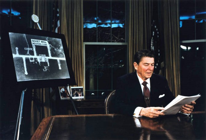 1983년 3월 로널드 레이건 대통령이 전략적방어 계획 SDI를 발표하는 모습